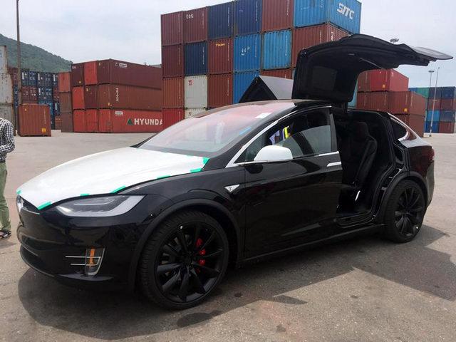 """""""Hàng hiếm"""" Tesla Model X giá 3,7 tỷ đồng về Việt Nam"""
