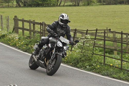 Lựa chọn Yamaha MT-09 hay Triumph Speed Triple 765 RS? - 3