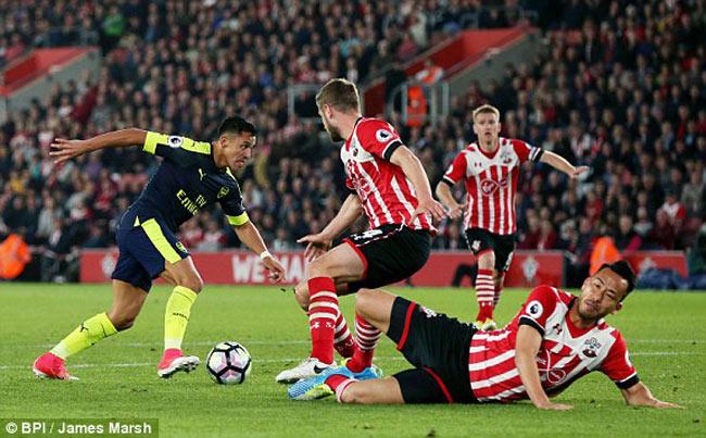 Southampton - Arsenal: Bước ngoặt sau màn độc diễn - 1