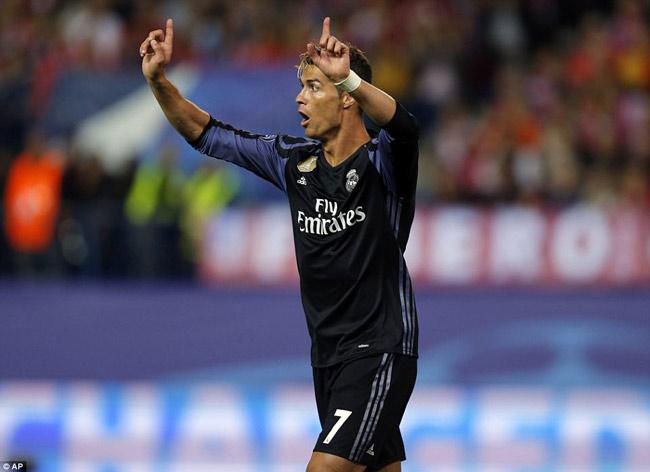 Ronaldo bị Torres phỉ báng: Thâm thù từ MU - Liverpool - 4