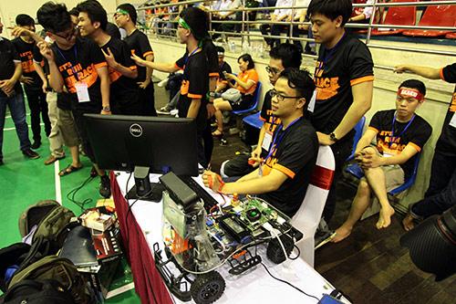 Sinh viên chế tạo xe không người lái đầu tiên ở Việt Nam - 3