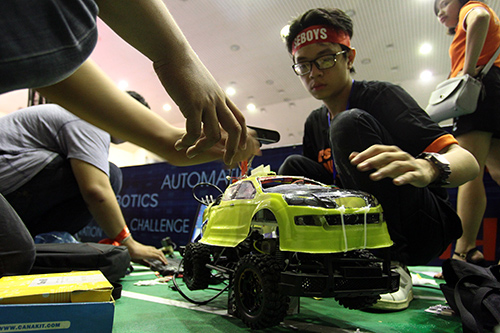 Sinh viên chế tạo xe không người lái đầu tiên ở Việt Nam - 4