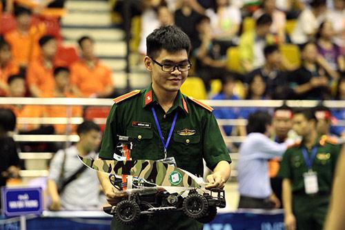 Sinh viên chế tạo xe không người lái đầu tiên ở Việt Nam - 9
