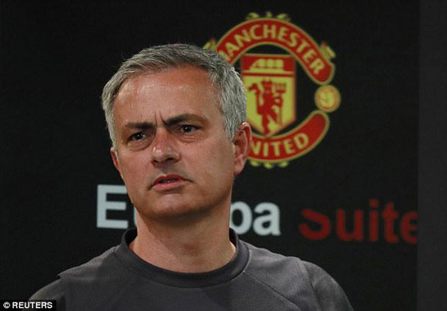 MU - Mourinho: Vô địch Europa League quan trọng hơn vé C1 - 1