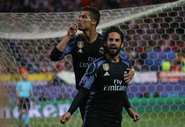 Ronaldo bị Torres phỉ báng: Thâm thù từ MU - Liverpool - 2
