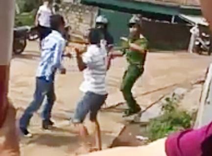 Hé lộ nguyên nhân 2 thanh niên đuổi đánh cảnh sát ở Quảng Ninh