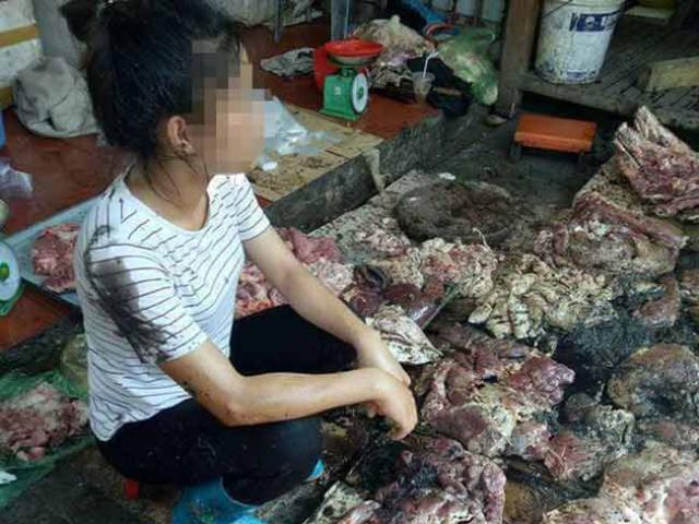 Người phụ nữ bán thịt lợn kể lại giây phút bị hắt cả xô dầu luyn lên người
