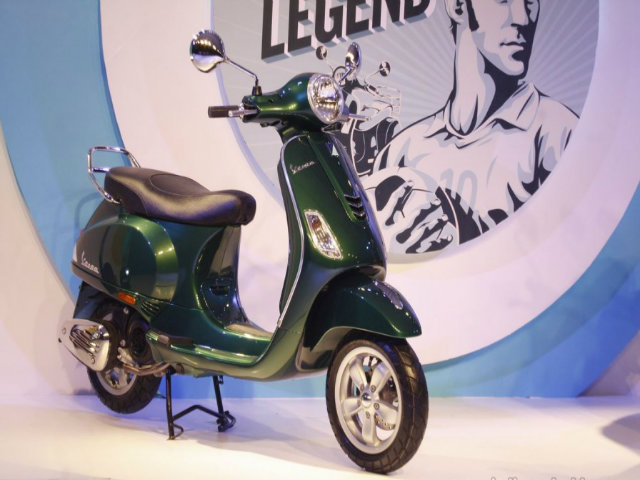 Vespa Elegante 150 Special Edition lên kệ giá 33,5 triệu đồng