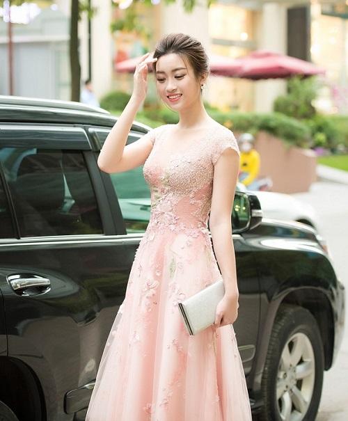 HH Mỹ Linh e ấp thềm ngực với gam pastel, váy nhìn thấu - 5