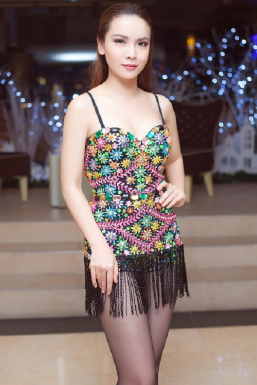 """Yến Trang tung ảnh bikini khoe đường cong """"nóng rát mắt"""" - 8"""