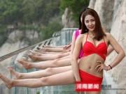 Thời trang - Choáng nặng 10 thiếu nữ mặc bikini thách thức cầu kính cao 1.000m