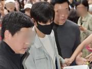 """Ngắm trai đẹp Lee Min Ho bịt kín như  """" 007 """"  lên đường nhập ngũ"""