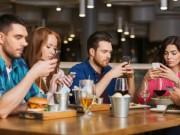 Smartphone giúp mọi người trong gia đình kết nối dễ dàng hơn