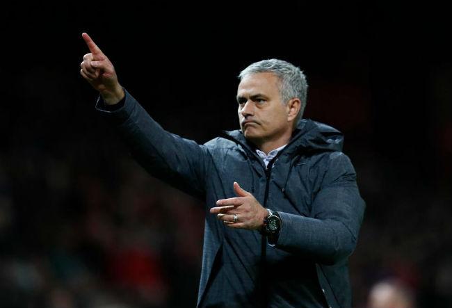 MU-Mourinho sắp ăn 3, bùng nổ hơn Chelsea-Conte vô địch 2