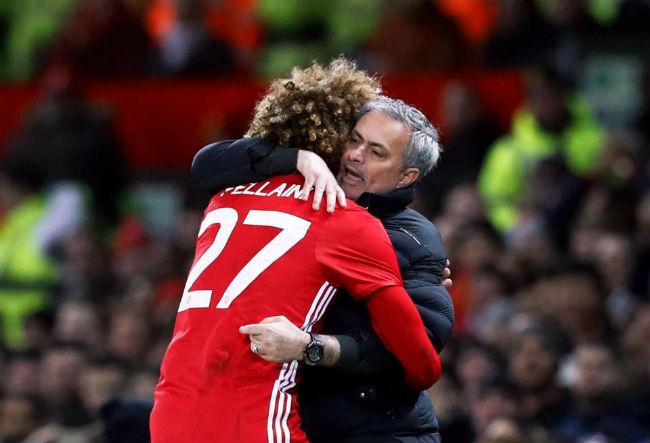 MU-Mourinho sắp ăn 3, bùng nổ hơn Chelsea-Conte vô địch 3