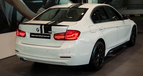 BMW 320i 'thể thao' giá 1,667 tỷ đồng ở Việt Nam - 2