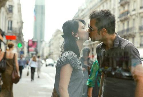 Cuộc sống của cô gái hôn 100 trai lạ giờ ra sao? - 1