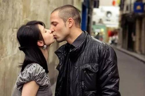 Cuộc sống của cô gái hôn 100 trai lạ giờ ra sao? - 7