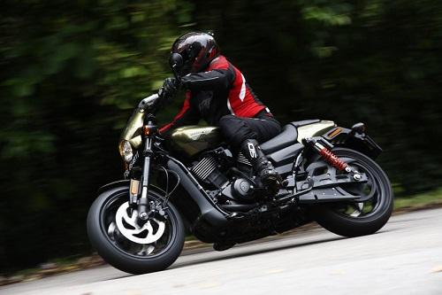 Harley-Davidson Street Rod 750 2017: Xu hướng mới của giới trẻ - 3