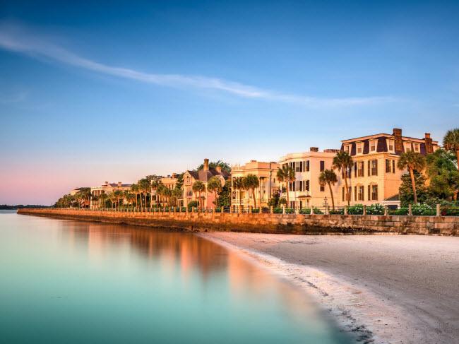 Charleston, Mỹ: Với lịch sử lâu đời, phong cảnh đẹp và bờ biển dài, Charleston được tạp chí Travel + Leisure được bình chọn là một trong những thành phố hấp dẫn nhất thế giới.
