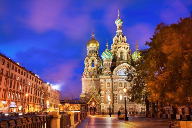 St. Petersburg, Nga: Thành phố này được World Travel Awards bình chọn là điểm đến hấp dẫn nhất châu Âu năm thứ hai liên tiếp. St. Petersburg nổi tiếng với các nhà thờ và cung điện lộng lẫy cũng như lịch sử lâu đời.