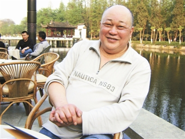 Năm 1995, ông nhận được giải Nam diễn viên xuất sắc nhất cho vai Bao Công tại lễ trao giải Kim Chung.