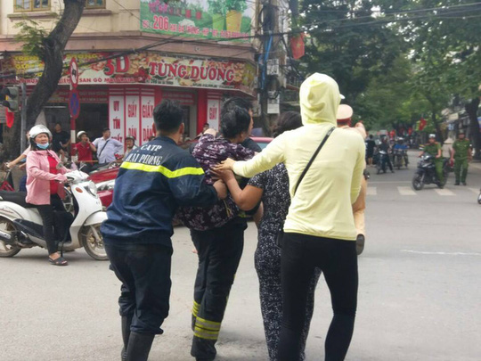Cháy cửa hàng bánh cuốn, giò chả, 3 người bị bỏng - 5