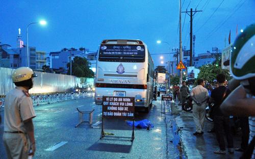 Va chạm với xe nước ngoài, người phụ nữ tử vong trong cơn mưa - 1
