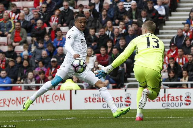 """Sunderland – Swansea: Kẻ """"chết chìm"""" níu áo người chới với - 1"""