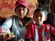 Ăn bánh kẹo của người lạ, 49 học sinh nhập viện