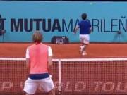 """Federer cũng bái phục: Cú đánh  """" quỷ khốc thần sầu """""""