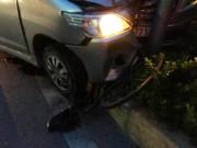 Tin tức trong ngày - Ô tô húc văng xe máy, cuốn xe đạp vào gầm, 3 người gặp nạn