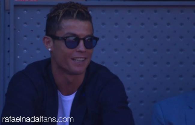 Djokovic đuổi bóng như bắt gà, Ronaldo cười hả hê vì Nadal - 4