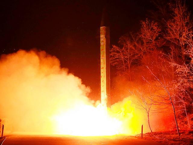Triều Tiên phóng tên lửa bay 700km ra biển Nhật Bản