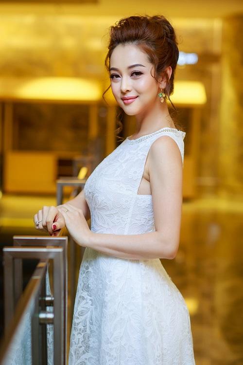 Sau mốt không nội y, Jennifer Phạm tiếp tục mặc hút mắt - 1