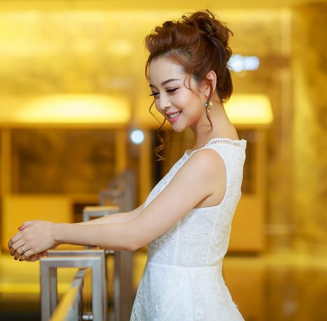 Sau mốt không nội y, Jennifer Phạm tiếp tục mặc hút mắt - 4
