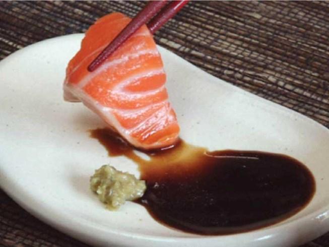 Ngày càng nhiều người nhiễm ký sinh trùng vì ăn cá sống - 1