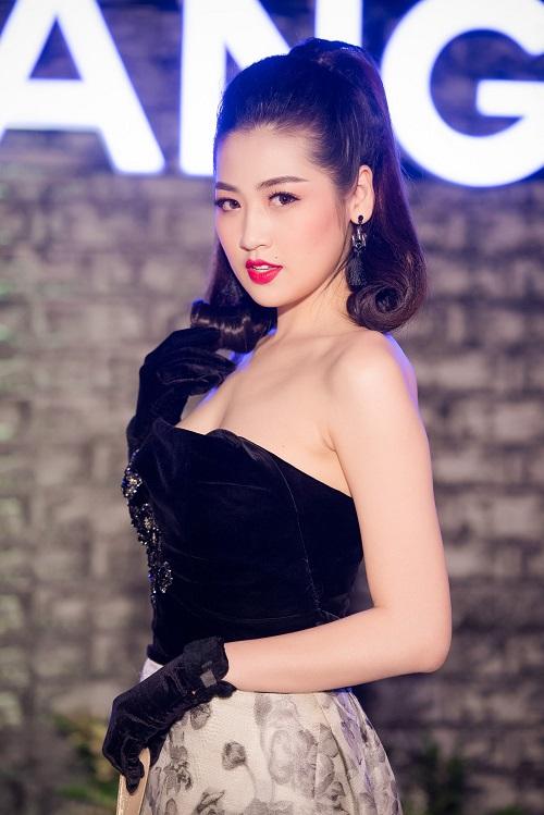 """""""Bạn gái Noo Phước Thịnh"""" lộ vai trần, đẹp át hoa hậu - 2"""