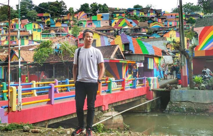 """Ngôi làng 7 màu đang khiến dân """"sống ảo"""" chao đảo ở Indonesia - 8"""