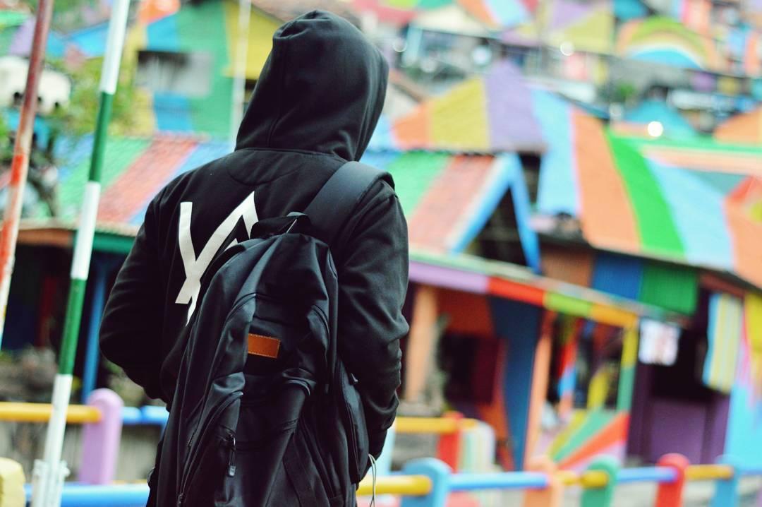 """Ngôi làng 7 màu đang khiến dân """"sống ảo"""" chao đảo ở Indonesia - 14"""