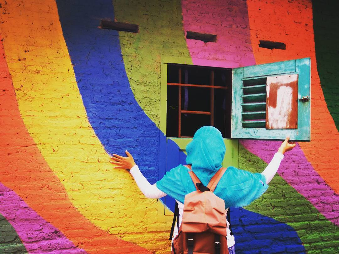 """Ngôi làng 7 màu đang khiến dân """"sống ảo"""" chao đảo ở Indonesia - 19"""