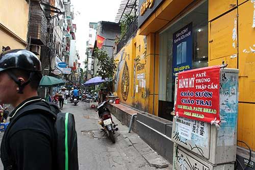 """Những """"nhân viên truyền thông"""" bất đắc dĩ trên phố Hà Nội - 1"""
