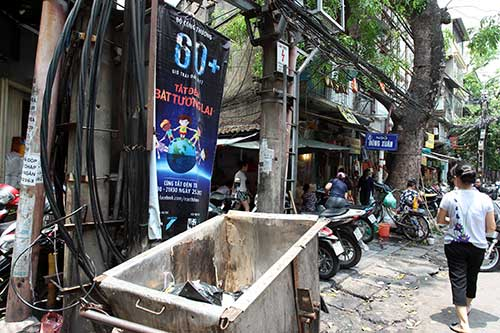 """Những """"nhân viên truyền thông"""" bất đắc dĩ trên phố Hà Nội - 10"""
