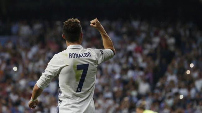 """Ronaldo """"hóa rồng"""": 400 bàn, 2 kỷ lục & 4 trận """"chung kết"""" - 2"""