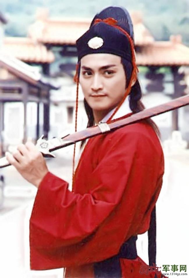 Hà Gia Kính trở thành ngôi sao nổi tiếng vang danh khắp châu Á khi đảm nhận vai diễn Triển Chiêu trong phim  Bao Thanh Thiên  năm 1993.