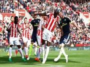 """Bóng đá - Stoke City - Arsenal: Ghi bàn """"bẩn"""" kiểu Maradona vẫn thua"""