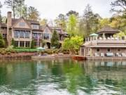 Tài chính - Bất động sản - Ngắm biệt thự ven hồ tuyệt đẹp được rao bán 146 tỷ đồng