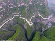 Du lịch - Khám phá con đường hiểm trở xuyên qua núi cao ở TQ
