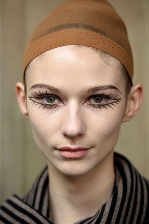 """Rùng mình với những kiểu make up """"doạ ma"""" trên thế giới - 10"""
