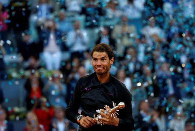 Lập hattrick, Nadal san bằng siêu kỉ lục của Djokovic - 1